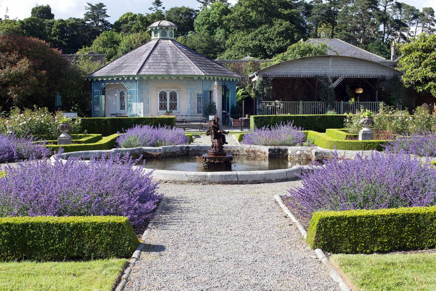 Garden-room-pond-fountain