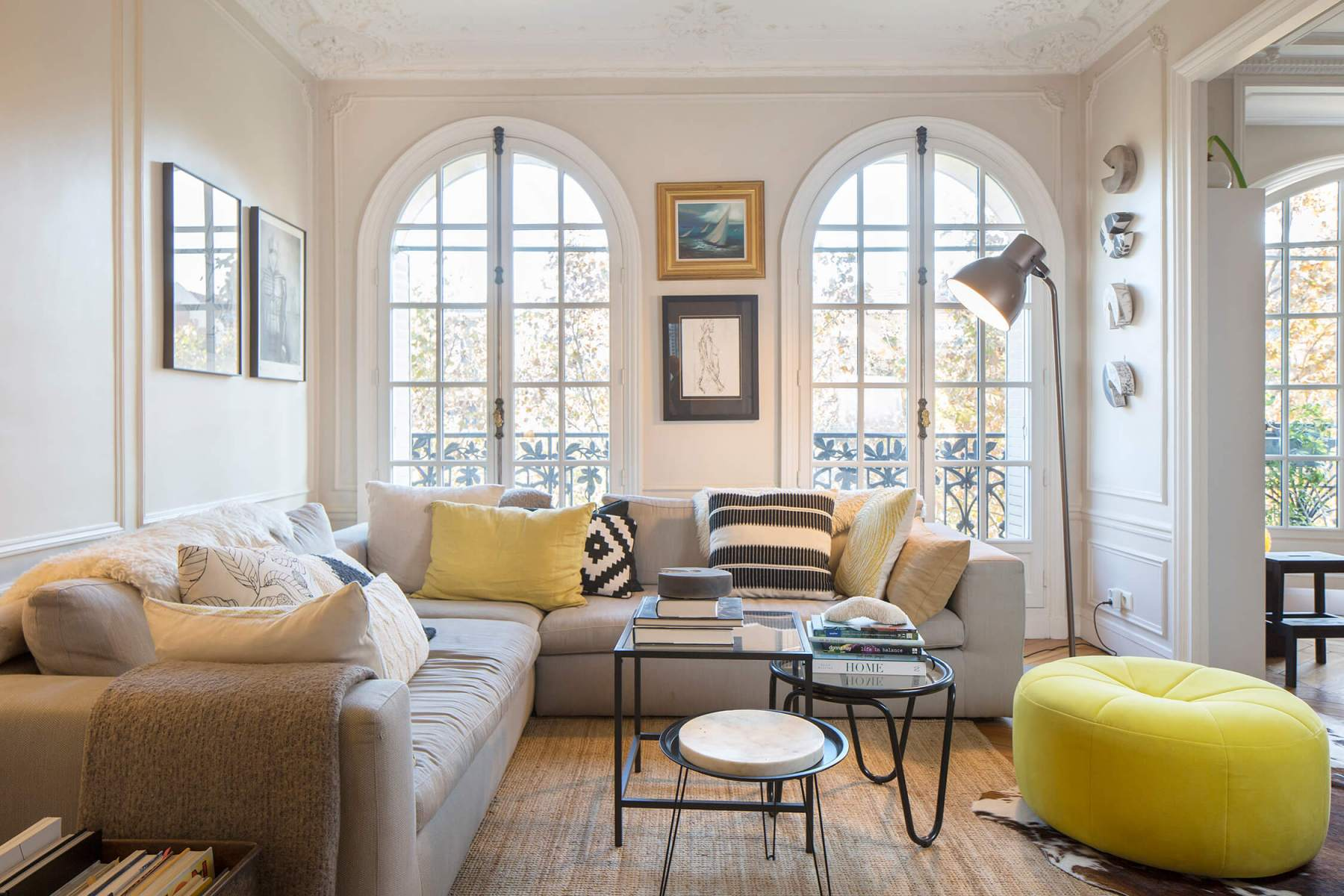 Interior-living-room-corner-sofa