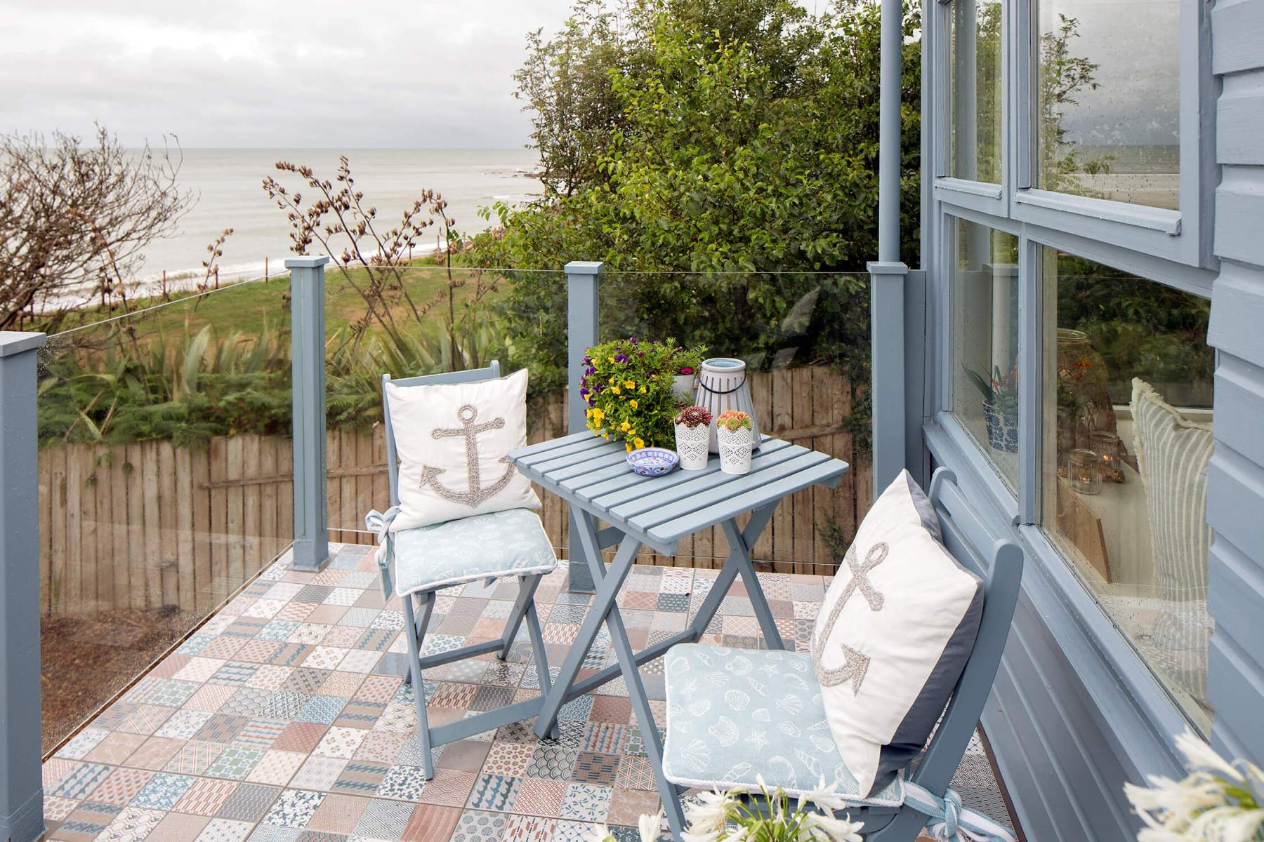 Interior-table-veranda-beach